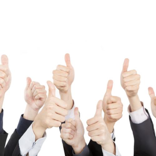 Średnio siedmiu na dziesięciu Polaków zadowolonych ze swojej pracy. Wpływa to na wyższe przychody firm