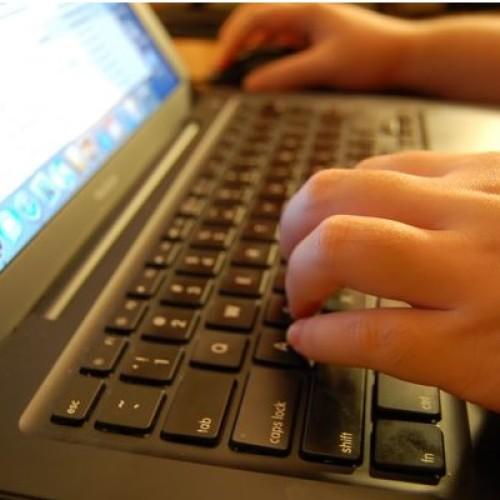 Kupowanie pochlebnych opinii to coraz częstsza praktyka w internecie. Firmy mogą zostać za to surowo ukarane