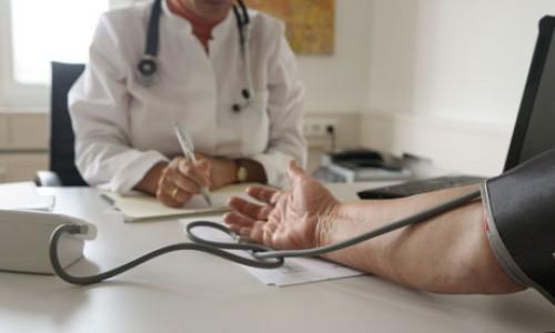 Wciąż niskie nakłady państwa na opiekę zdrowotną
