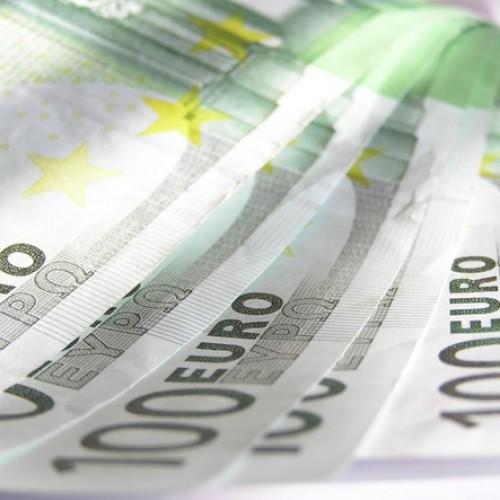 Euro pod presją przed konferencją prasową EBC