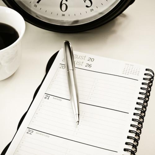 Zarządzania czasem można się nauczyć. Pomaga się to uporać ze stresem i realizować wyznaczone cele