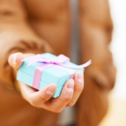 Szeroka oferta osobistych prezentów szansą na wyższe przychody z handlu