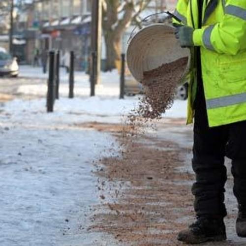 W trudnych zimowych warunkach na drogach jest bezpieczniej