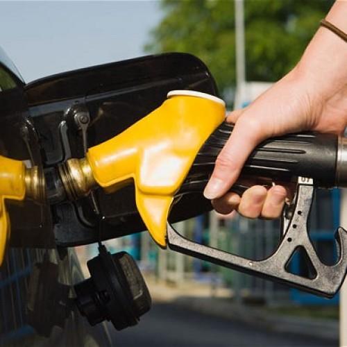 Wakacyjne wyjazdy samochodem będą droższe. Średnie ceny benzyny ponownie przebiją poziom 5 zł za litr
