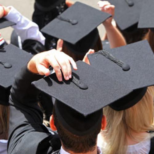 Coraz więcej rodziców rozważa zagraniczne studia dla dzieci