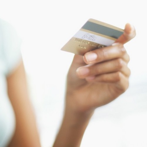 Polacy chcą płacić bezgotówkowo, ale wciąż brakuje terminali do akceptacji kart