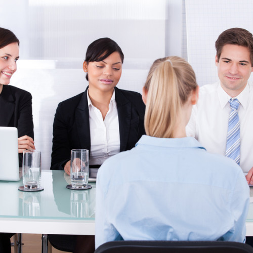 Konsumenci coraz częściej sprawdzają swoich usługodawców w biurach informacji gospodarczej