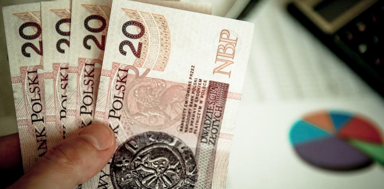 Mniej niż połowa Polaków w razie potrzeby zapożyczy się u rodziny