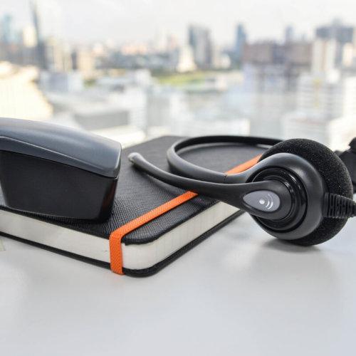 Telefon stacjonarny: lepiej przenieść do sieci niż z niego rezygnować