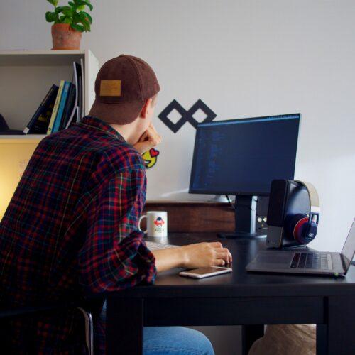 Jaki fotel do pracy przy komputerze wybrać?